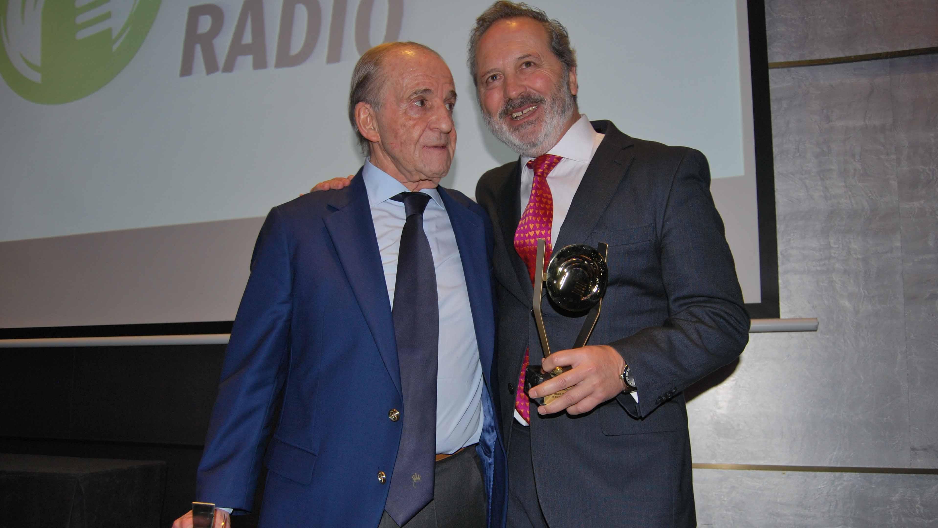 José Boje, director de COPE Utrera, junto a la leyenda de la radio José María García