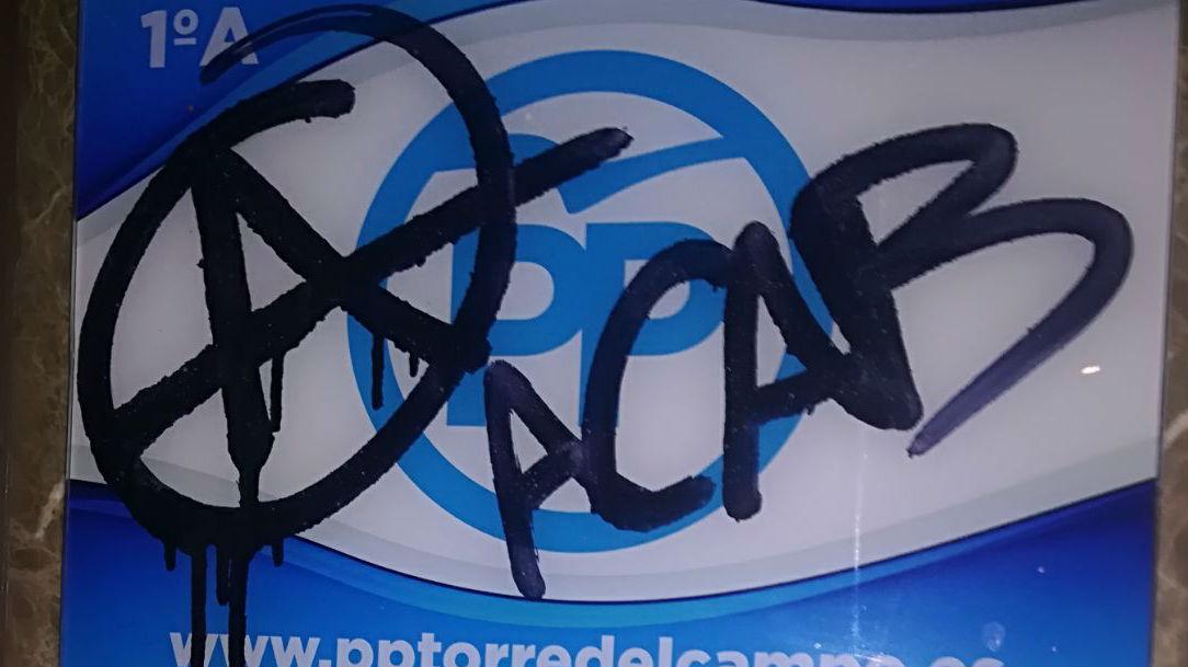 Pintada anarquista sobre el anagrama del PP de Torredelcampo.