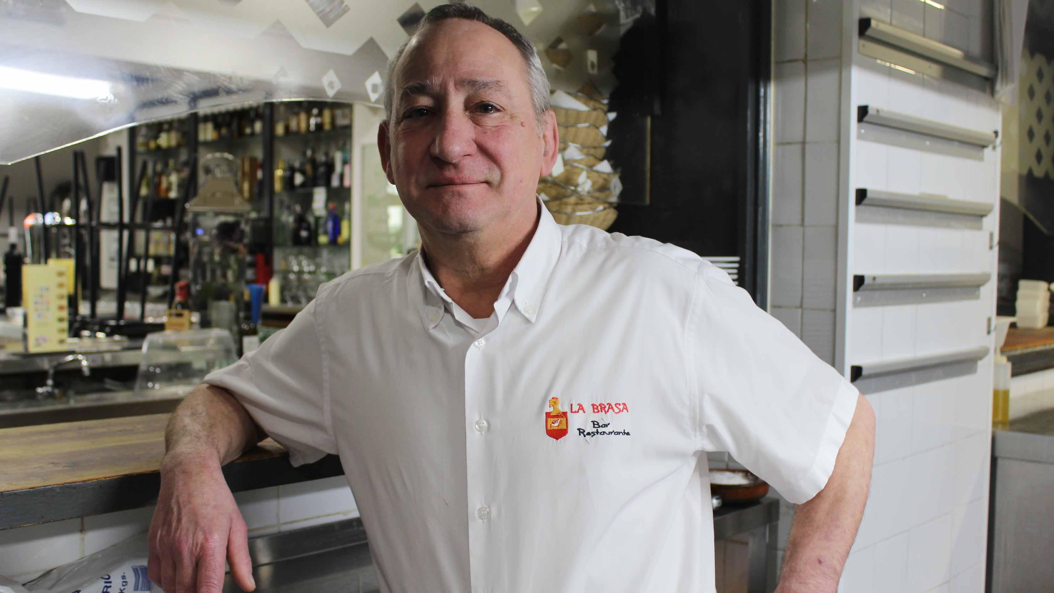 El utrerano Jesús González es un cocinero muy querido en la localidad
