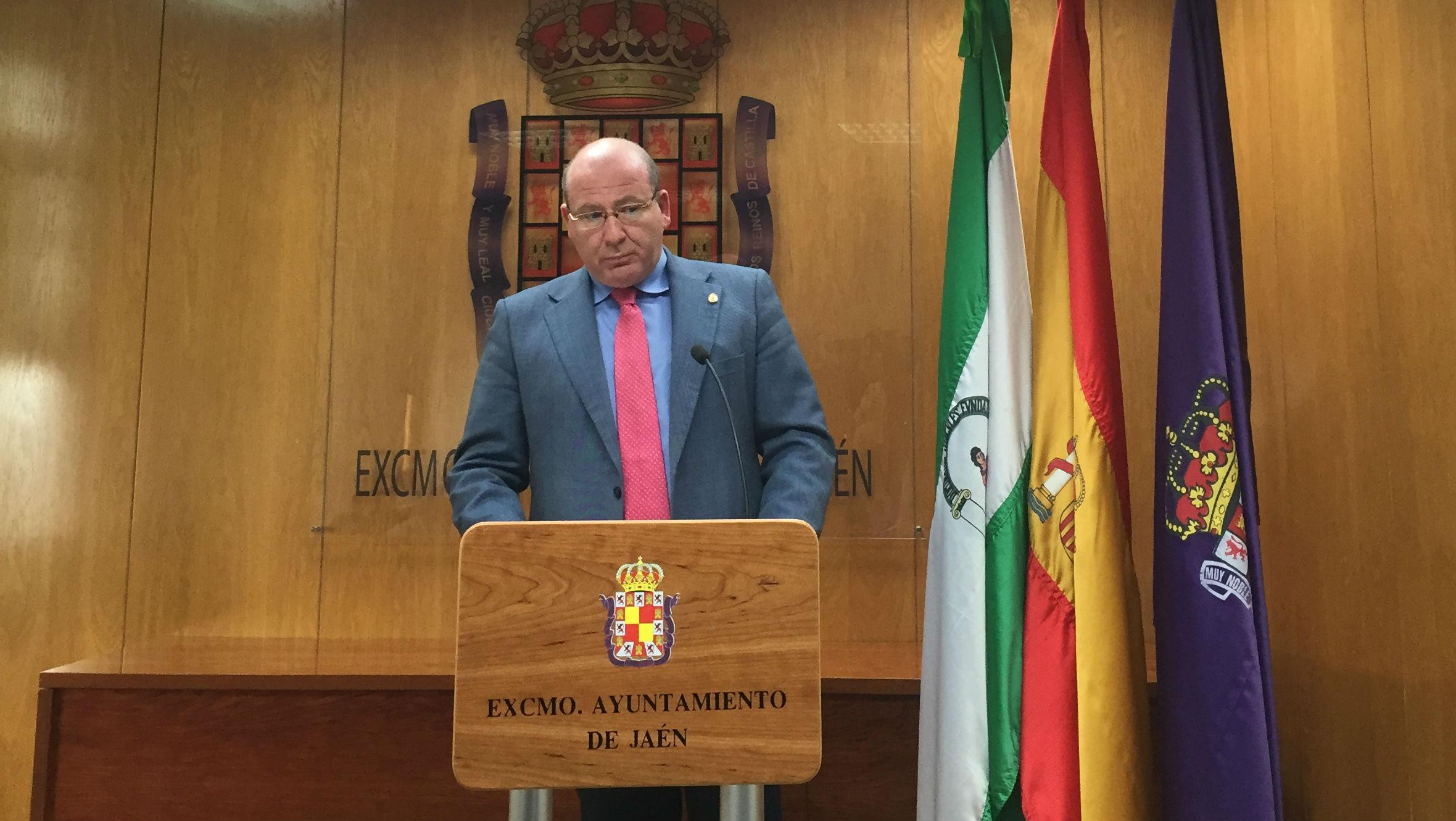 El alcalde de Jaén, Javier Márquez, durante el acto informativo en el que ha anunciado el recurso