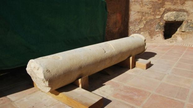 Las dimensiones de la columna hallada hacen pensar en una construcción de bastante entidad