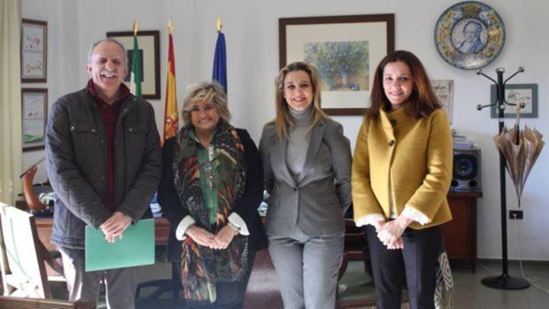 Representantes de la Junta y el Ayuntamiento han suscrito un acuerdo de uso de los colegios