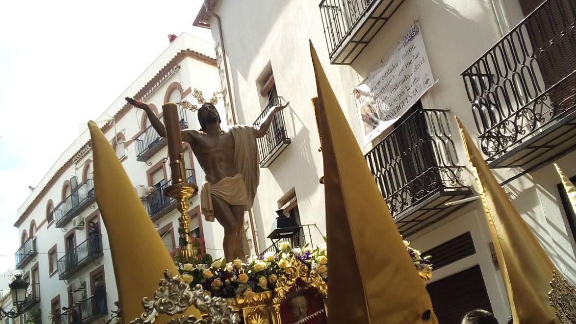 Imagen de Jesús en su Gloriosa Resurrección durante la procesión.