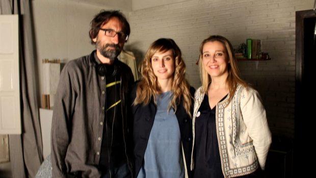 De izquierda a derecha, el director Paco R. Baños, la actriz Natalia de Molina y la alcaldesa de Alcalá, Ana Isabel Jiménez