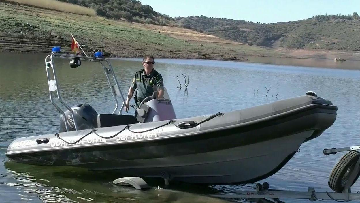 Embarcación utilizada por la Guardia Civil para patrullar por Jaén