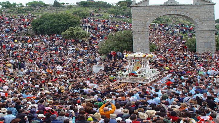 Decenas de miles de personas asisten anualmente a la romería, que se celebra desde el siglo XIII