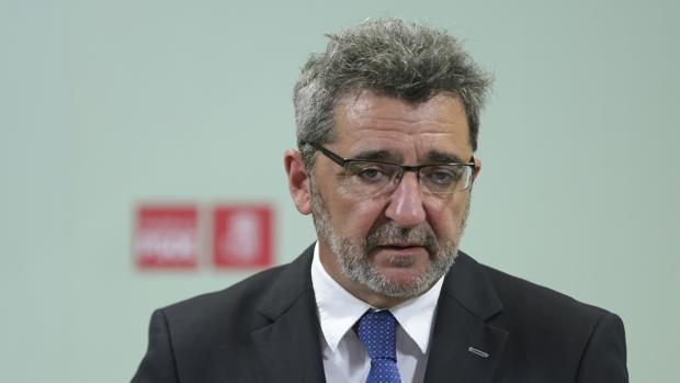 Los partidarios de Gutiérrez Limones acusan a la dirección del PSOE de daño político y personal al alcalde