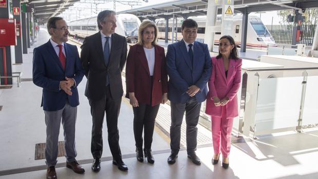 El ministro de Fomento Iñigo de la Serna , inaugura junto a la ministra de Empleo y Seguridad Social , Fatima Banez , la nueva estacion de trenes de Huelva