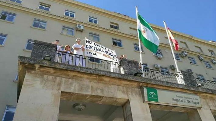 Trabajadores del hospital Doctor Sagaz protestan por el cierre del servicio de cocina