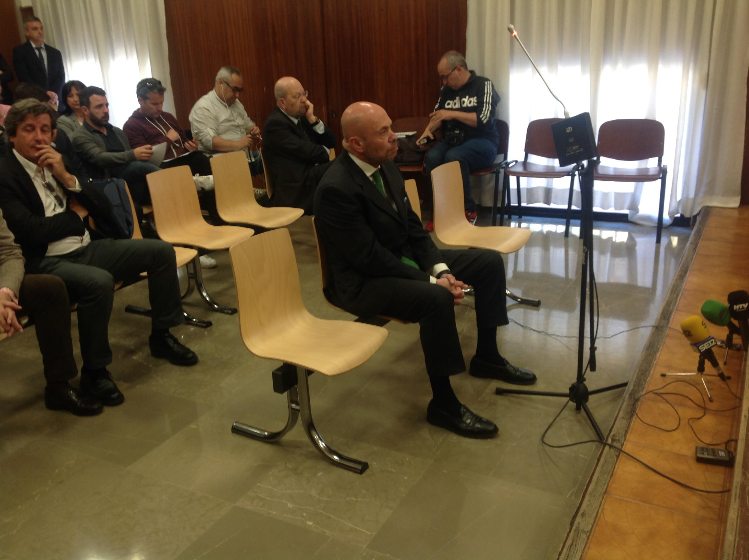 El ex presidente del Decano durante su declaración en el juicio