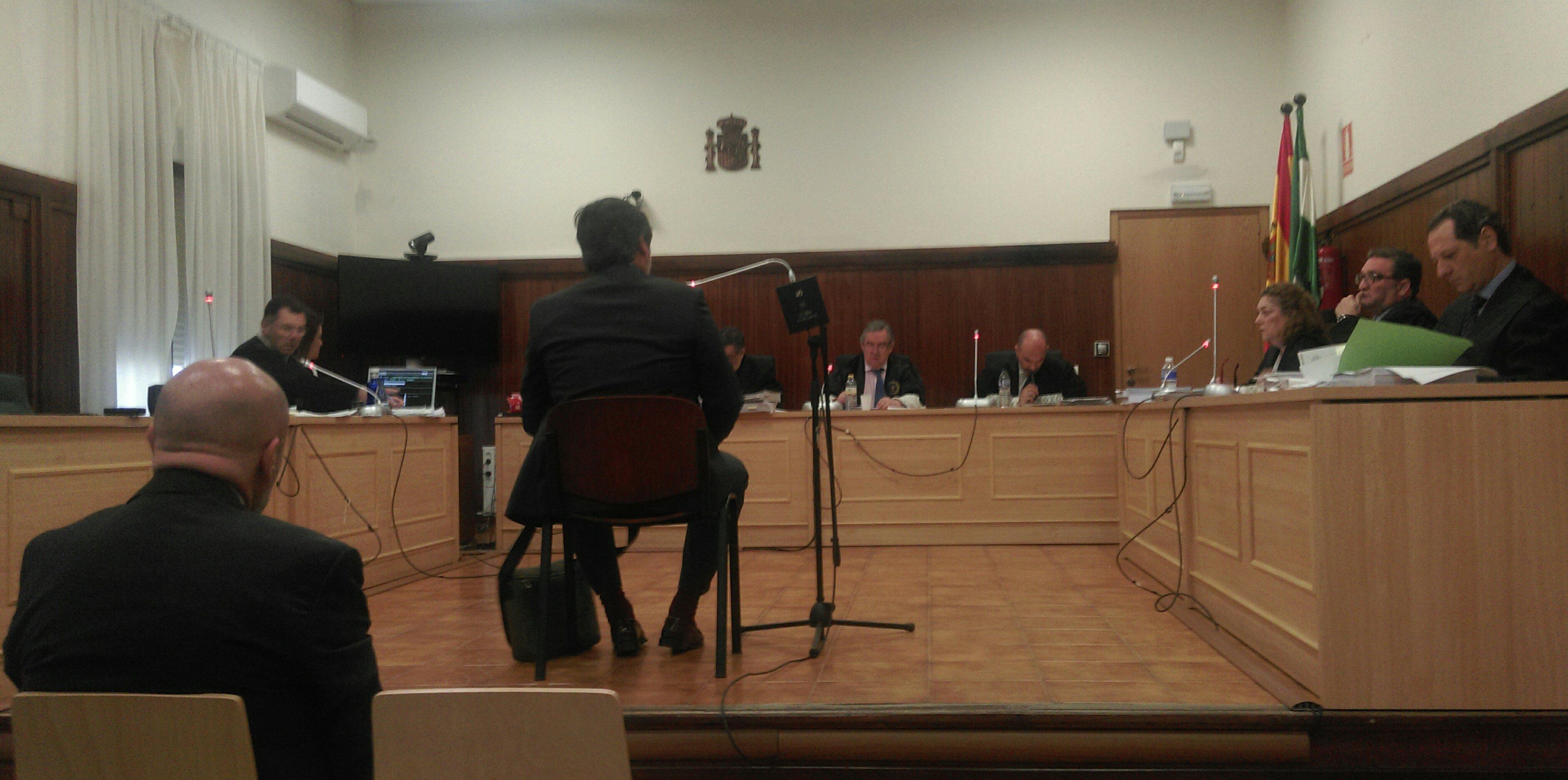 Un momento del juicio, durante la declaración del auditor