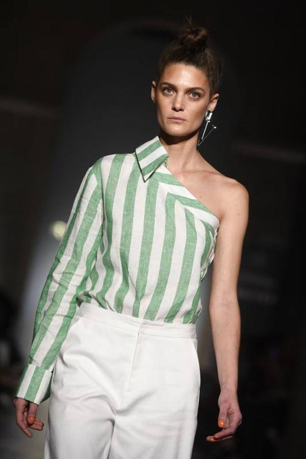 Camisa asimétrica de rayas verdes agua