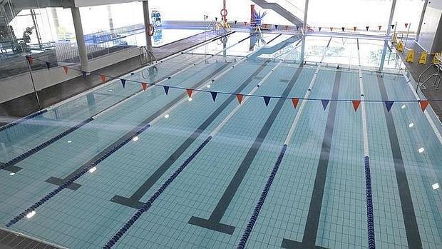 La uca ampl a sus instalaciones con una piscina cubierta y for Gimnasio con piscina granada