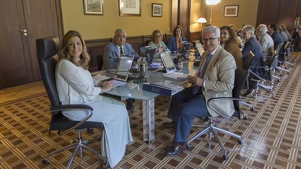 Susana Díaz preside una reunión del Consejo de Gobierno el pasado 15 de septiembre, tras agotar su permiso por maternidad