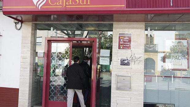 Cajasur vende su red de oficinas de extremadura acaja de for Caja de granada oficinas