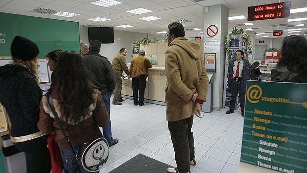 Parados menos en la capital en el tercer a o de bajada for Oficina de desempleo malaga