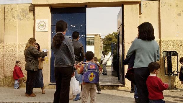 Colegio de la Sagrada Familia en el barrio sevillano de Los Pajaritos