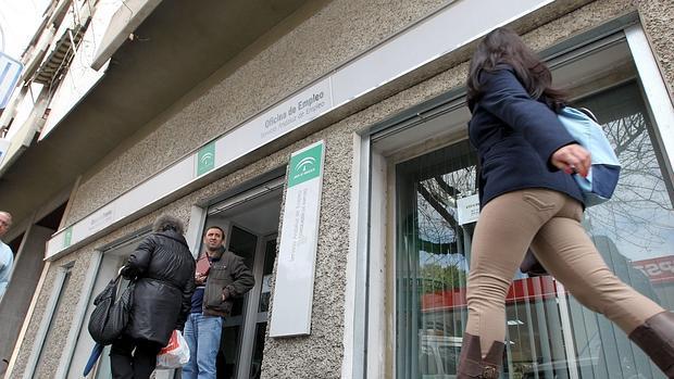 El defensor del pueblo investiga los contratos del personal que trabaja en el servicio andaluz - Oficina empleo granada ...