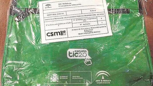Los maletines para portátiles con el logo de la Junta de Andalucía