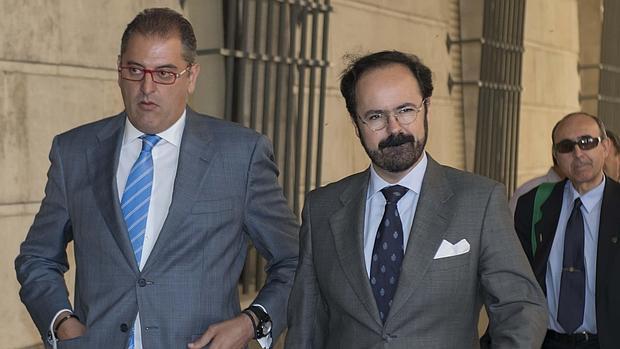 A la izquierda, el empresario José María Sayago
