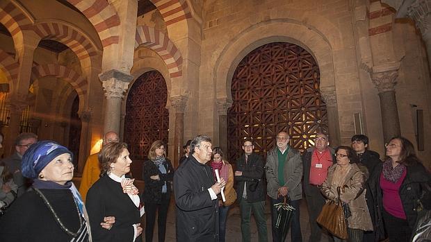 Visita a la Mezquita-Catedral de los expertos del congreso sobre Medina Azahara
