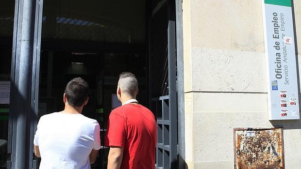 La junta de andaluc a tiene en n mina a trabajadores for Oficina de empleo cadiz