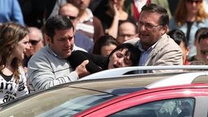 El duelo durante el funeral de las víctimas del doble crimen perpetrado en Almonte