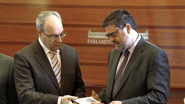 El presidente del Parlamento, Juan Pablo Durán, junto al presidente de la Cámara de Cuentas, Antonio López