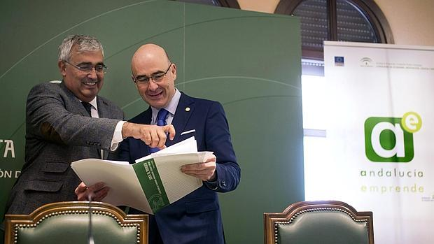 Ramírez de Arellano (izquierda), en el balance de Andalucía Emprende en Córdoba