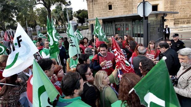 Protesta de asesores de empleo ante el Parlamento en noviembre pasado