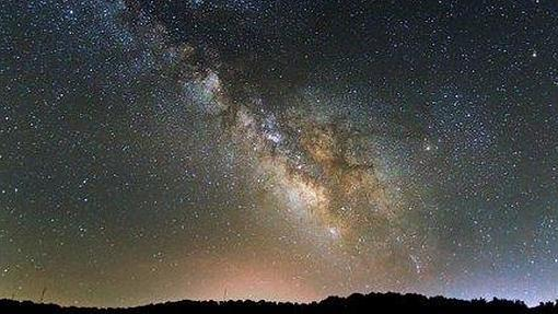 Visión del cielo estrellado en los Llanos de Espiel