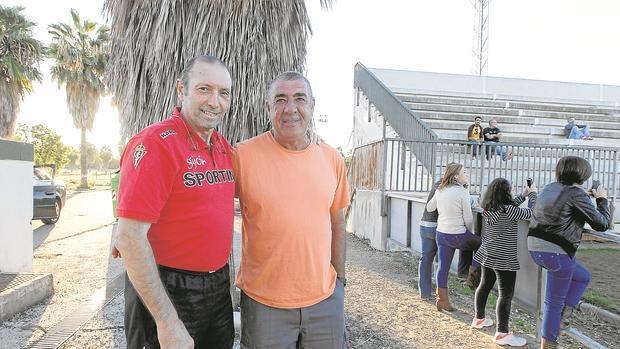 Pepe Urbano, a la derecha, en la Ciudad Deportiva, junto al mítico Quini