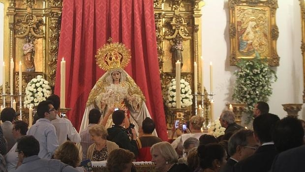 La Virgen de la Salud ante sus fieles