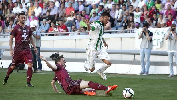 El Córdoba B, ante el Lorca en el partido de ida en El Arcángel