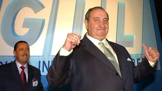 Jesús Gil, junto a Julián Muñoz, en un congreso de su partido en 2002
