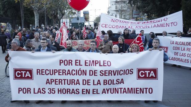 Representantes del sindicato CTA en una manifestación