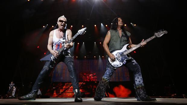 Scorpions, durante un momento del concierto en Córdoba