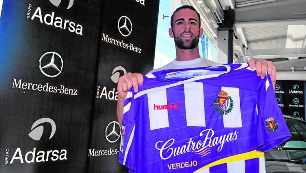 Rodri posa con la camiseta del Valladolid