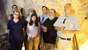 Investigadores, junto a miembros de la fundación Cueva y Sima del Ángel y el edil de Cultura, Manuel Lara