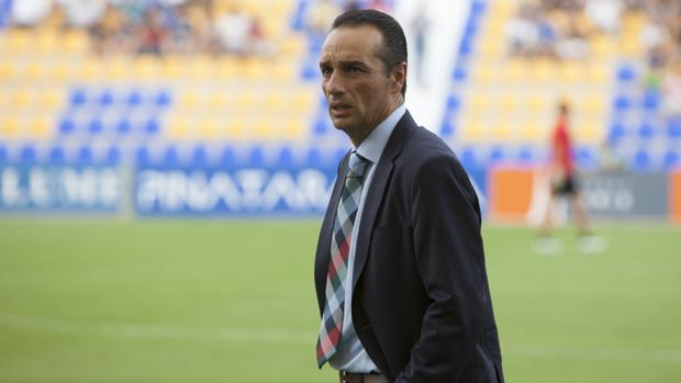 El entrenador del Córdoba CF, José Luis Oltra, en La Condomina