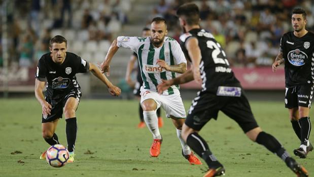 Edu Ramos, esta noche, en un momento del partido Córdoba CF-Lugo