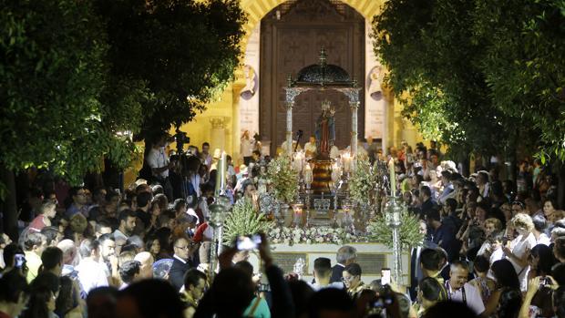 La virgen de la fuensanta celebra su d a en las calles de - Persianas lavirgen cordoba ...