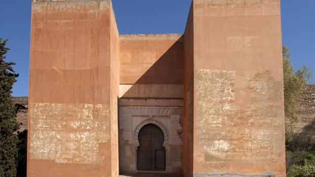 Imagen de una de las puertas del monumento nazarí