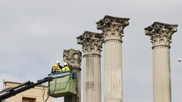 Trabajos de estudio de las columnas del Templo Romano