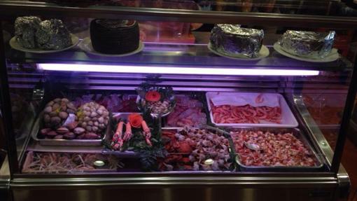 Entre su variada oferta, se incluye la de marisco y pescado