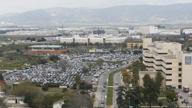 Vista aérea del aparcamiento del Hospital Reina Sofía