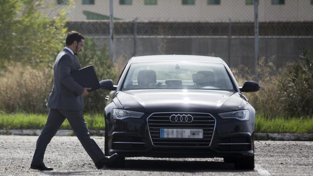 José María del Nido hijo sale después de visitar a su padre en la prisión de Huelva