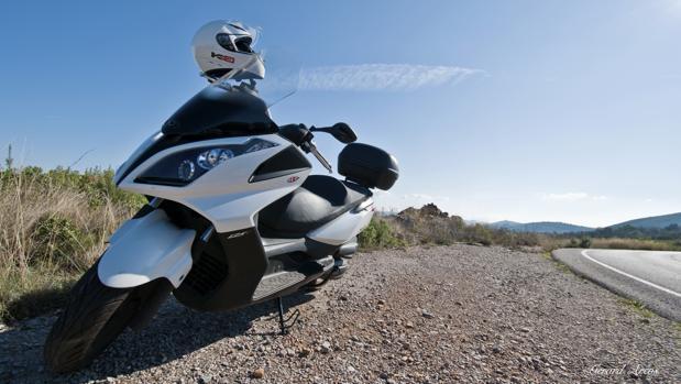 Rafael Carmona afirma que le gusta viajar en moto porque «te convierte en el protagonista de tu propia aventura»