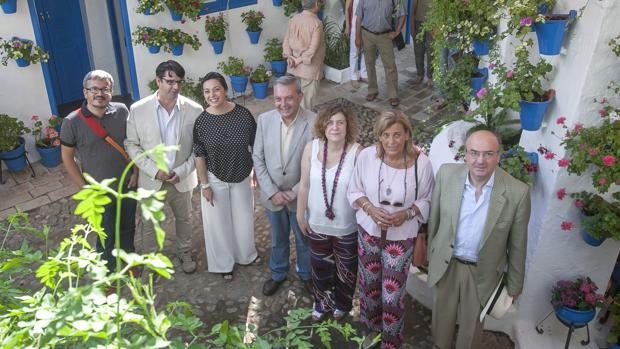 Caracuel junto a la alcaldesa y otros concejales en el Centro de Interpretación de los Patios