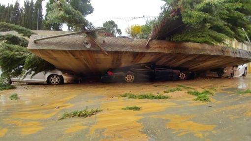 Coches destrozados por el temporal en Málaga